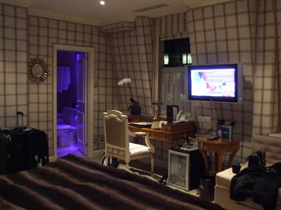 The Chesterfield Mayfair: bedroom1