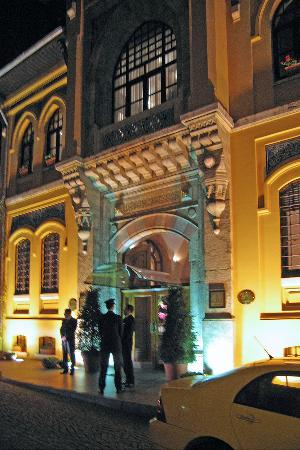 Four Seasons Hotel Istanbul at Sultanahmet : Entrance is on a quiet street is around the corner from Aya Sofya.