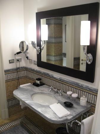 Hotel De Russie: Bathroom