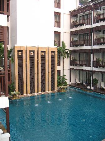 Pool with rooms on either side