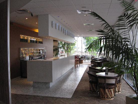 El Tropicano Riverwalk Hotel: Hotel bar