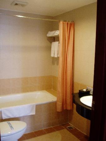 Zenith Hotel Hanoi: bathroom