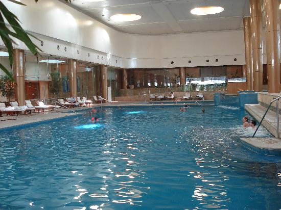 Crown towers swimming pool picture of crown towers melbourne melbourne tripadvisor for Swimming pools melbourne prices
