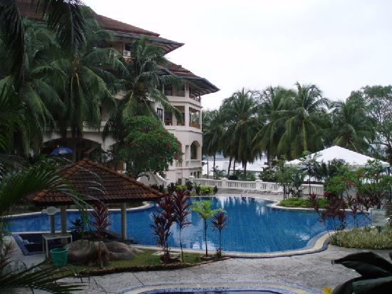 The Orient Star Resort Lumut: Cant deny: a beautiful pool.