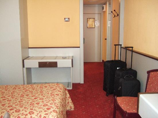 Maxim Hotel: room