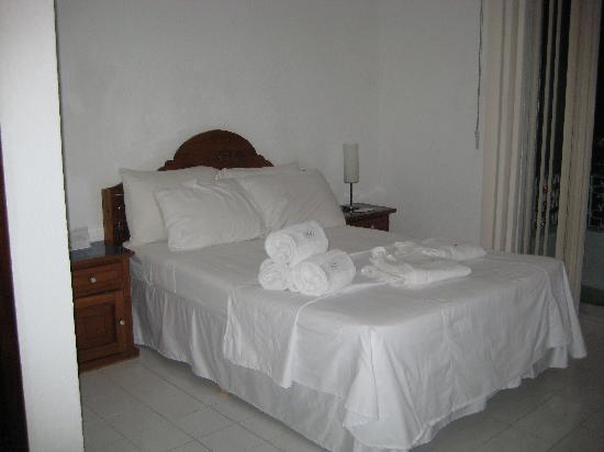 Tropical Escape Hotel: room