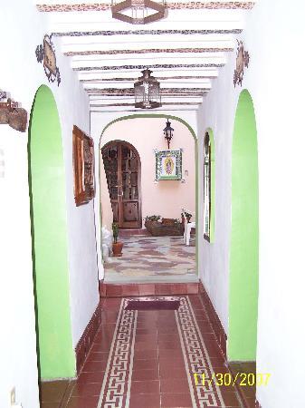 La Casa de Dona Ana: Entrance leading to central patio