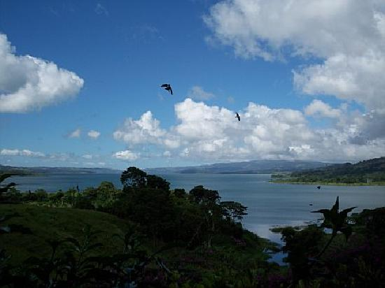 La Mansion Inn Arenal Hotel: view of the lake from our cottage