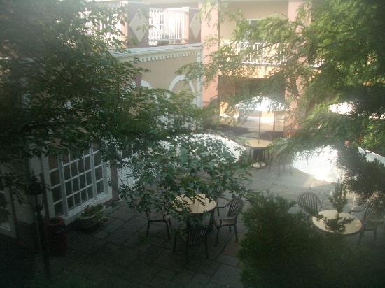 Clarion Hotel Palmer Inn: very nice courtyard