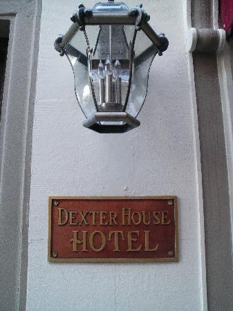 Dexter House Hostel: outside