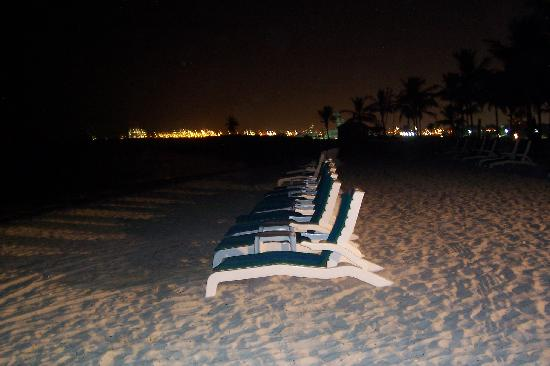 JA Jebel Ali Beach Hotel: Jebel Ali Hotel's beach. We can sit in the beach during the evening and night!!