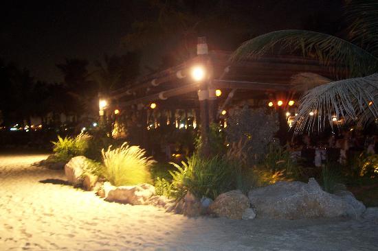 JA Jebel Ali Beach Hotel: Captain's Bar at Jebel Ali Hotel's beach where Deborah had the evening dinner!