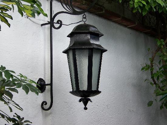 Casa Florencia Hotel: Beautiful iron lamp