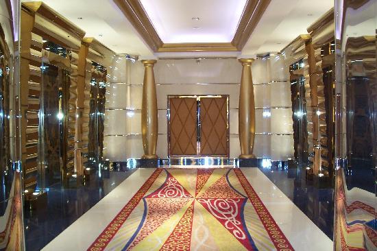 Burj Al Arab Jumeirah: Fairy Tale lifts corridor at Burj Al Arab!