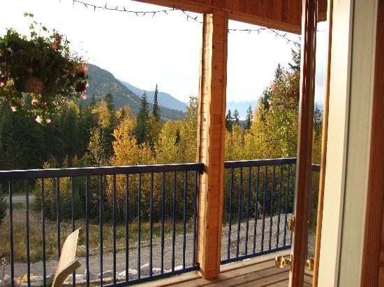 Glenogle Mountain Lodge & Spa : View from balcony outside our room