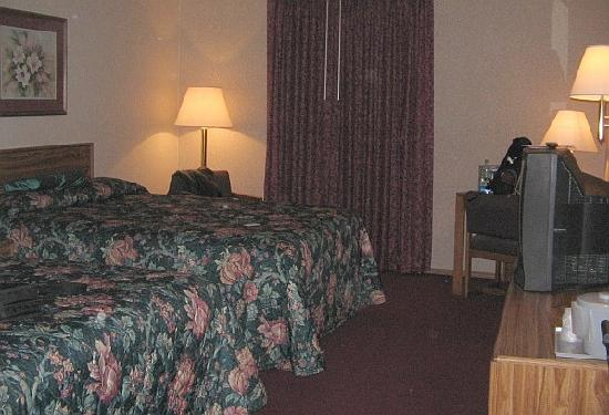 Mineral Palace Hotel and Gaming: clean comfortable room with two beds