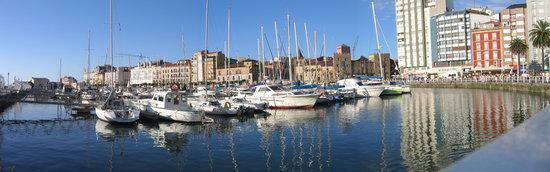 Gijón, Espagne : Puerto deportivo de Gijon, Dia