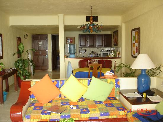 Lindo Mar Resort: Looking into living room from terrace