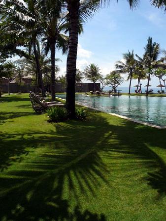 The Samaya Bali Seminyak: Deserted main pool