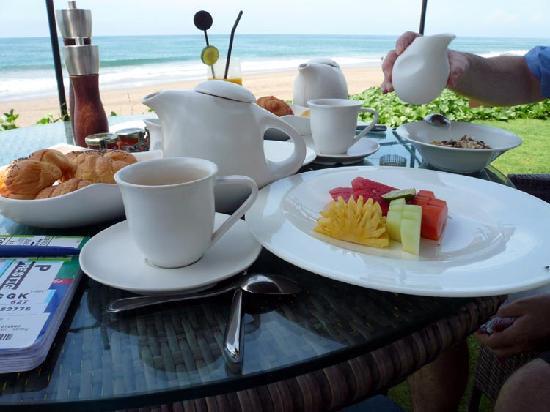 The Samaya Bali Seminyak: seafront breakfast at anytime you want