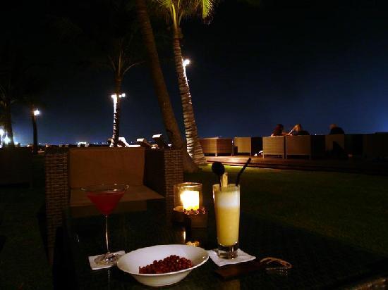 The Samaya Bali Seminyak: seafront cocktail