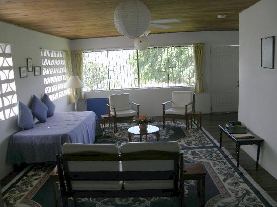 Lance Aux Epines Cottages: Kite Apartment Livingroom
