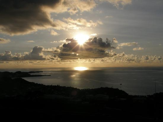 Lance Aux Epines Cottages: Sunset viewed from Fort Frederick