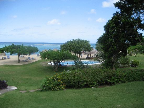 Jamaica Inn : View from the Lobby to the Beach
