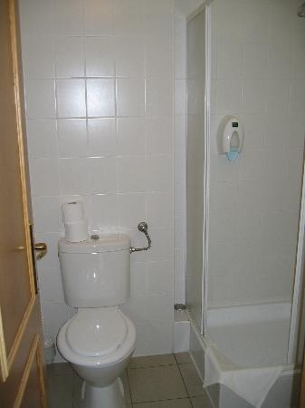 Hotel Tiliana: Badezimmer