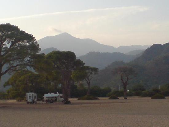 Emek Pension: Mountains behind Cirali beach