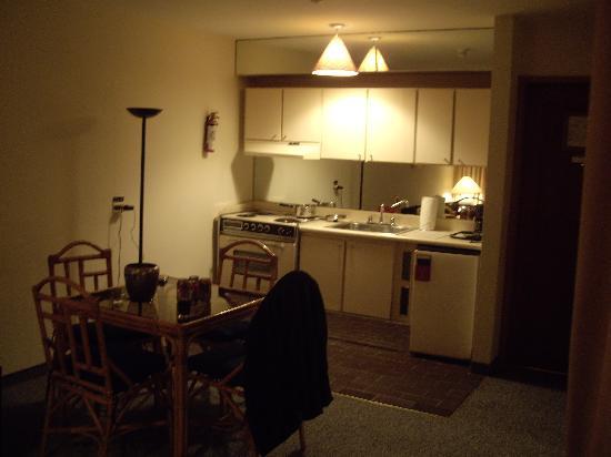 Altamira Suites: Kitchen / Dining area, Junior Suite