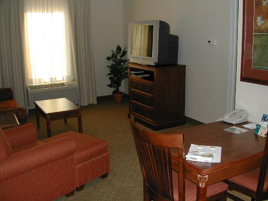 Homewood Suites by Hilton Fargo: Outer Room from the Entry