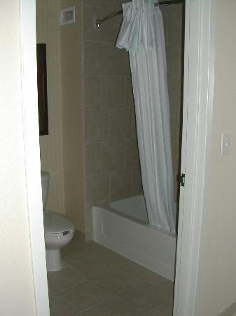Homewood Suites by Hilton Fargo: Bathroom