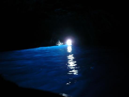 Mami Camilla: The blue grotto near the port at Capri