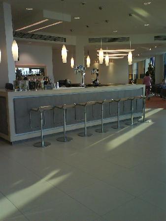 Radisson Blu Waterfront Hotel, Jersey : The bar