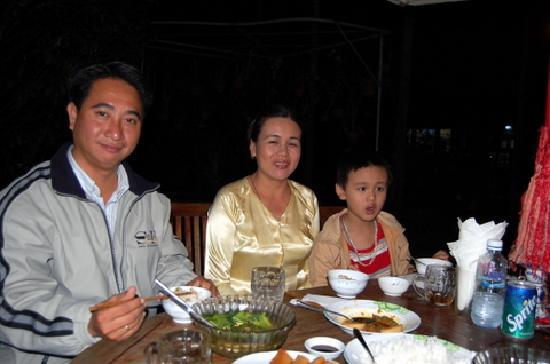 Betel Garden Villas: Our wonderful dinnner with family