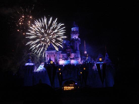 BEST WESTERN PLUS Park Place Inn - Mini Suites: Awesome Fireworks...Sit right in front of the Castle for the best view!!!