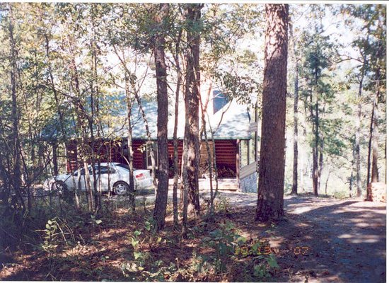 The River's Edge Cottages: Nestled in the woods