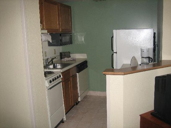 TownePlace Suites St. Petersburg Clearwater: Kitchen