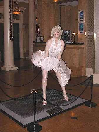 The St. Gregory Hotel: Marilyn Monroe Statue in Lobby