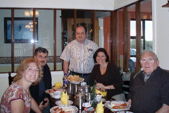 Burren Breeze Country Home : Us with Denis at Breakfast