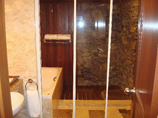 Langkawi Lagoon Resort: Sea village deluxe room bathroom