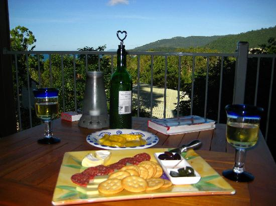 Airlie Beach Myaura Bed and Breakfast: Welcome Apéro on the Balcony