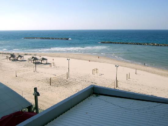 Crowne Plaza Tel Aviv Beach: Crowne Plaza Room View