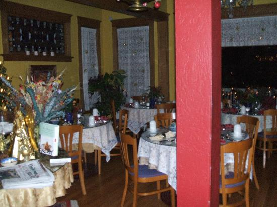 Inn at 410 Bed and Breakfast: breakfast room