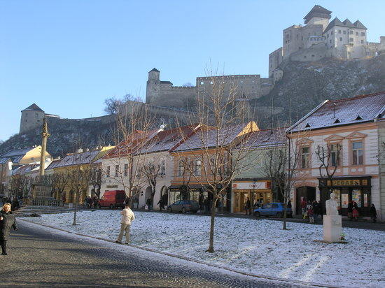 Trenčín, Slovensko: Trencin Castle, view from the Main Square
