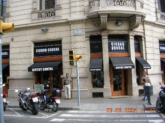 NH Collection Barcelona Gran Hotel Calderón: Great tapas restauant a block away from the hotel