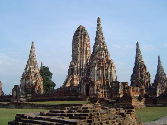 Farview of Wat Chaiwatthanaram