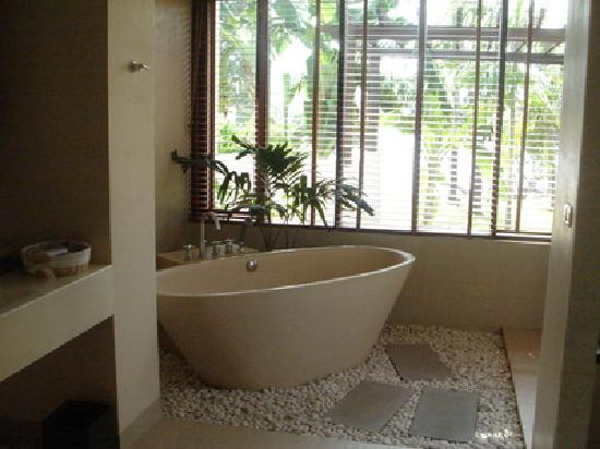 Chandara Resort & Spa: The bathTub with nice view