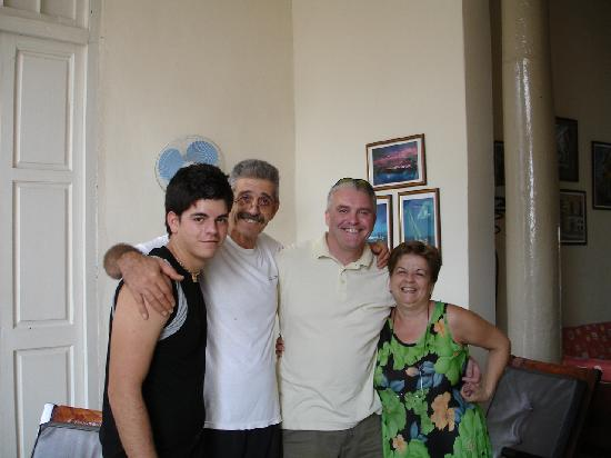 Casa Particular Aurora: Steve with the family